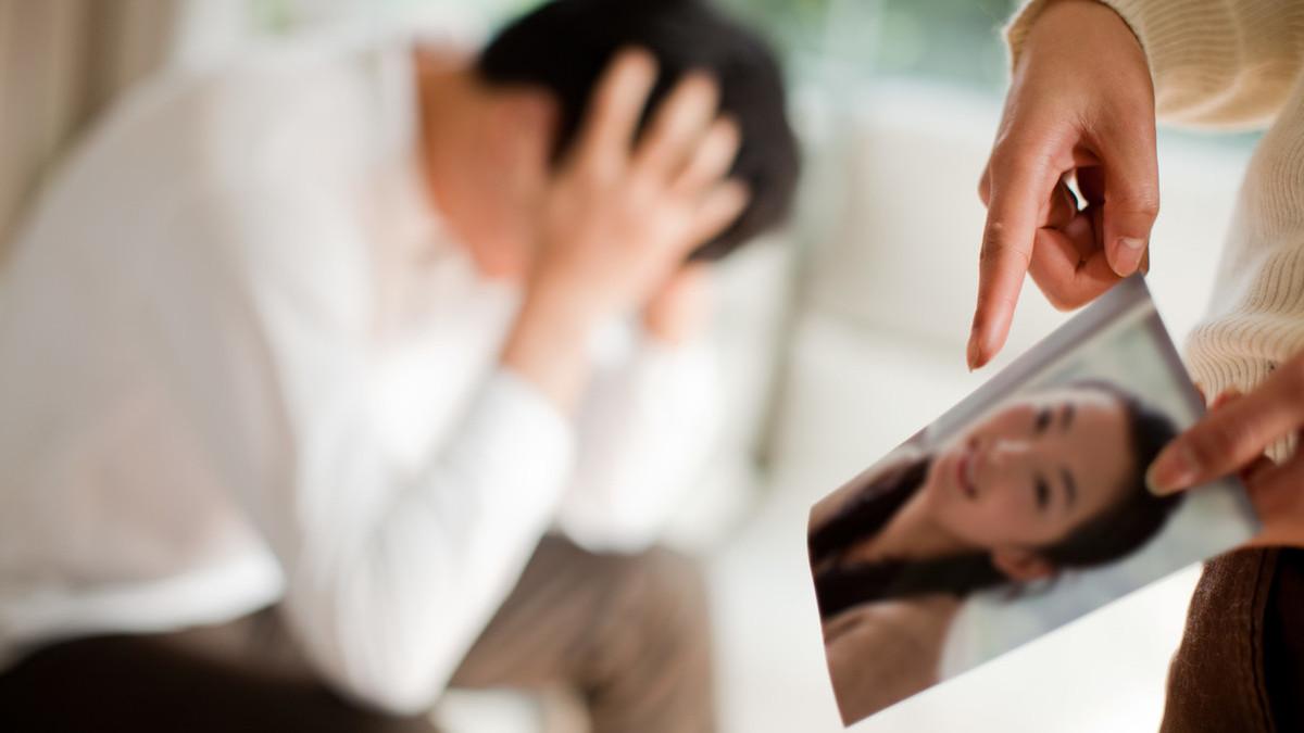 夫妻一方出轨导致离婚财产如何分配_夫妻双方一方出轨离婚_一方出轨
